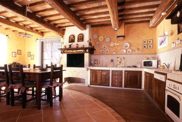 Vacanze in toscana cortona for Casali ristrutturati interni